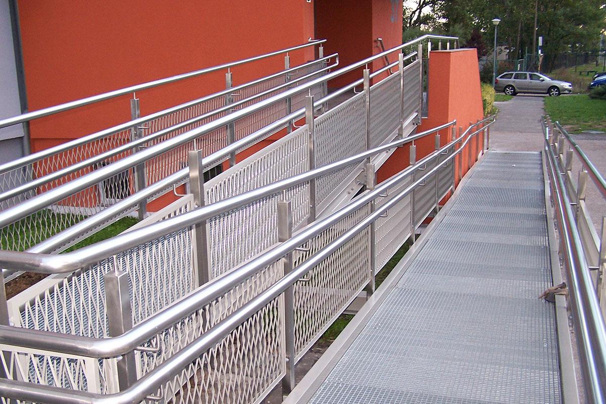 Krata pomostowa podjazd dla niepełnosprawnych